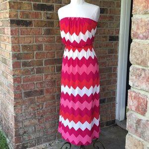 Dresses & Skirts - Chevron print maxi dress.